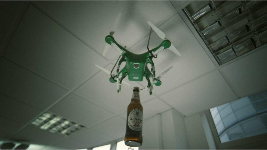 Drone bezorgt een biertje