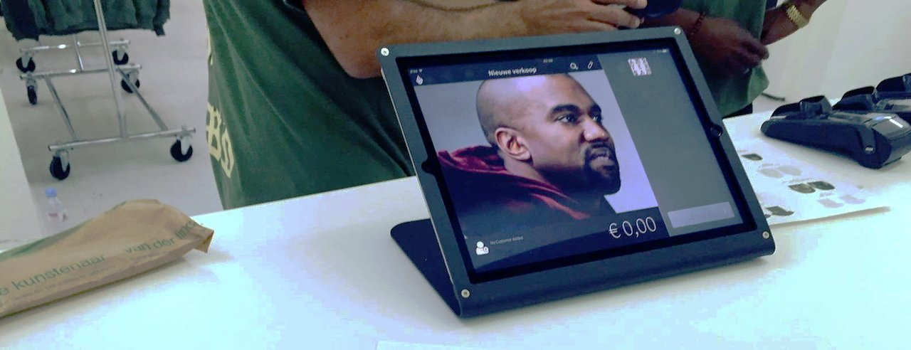 Ipad kassa in de Kanye West pop-up