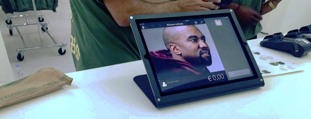 Ipad kassa in de Kanye West pop-up