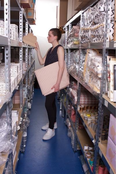 mevrouw aardbei: ''van trapgat naar professioneel magazijn