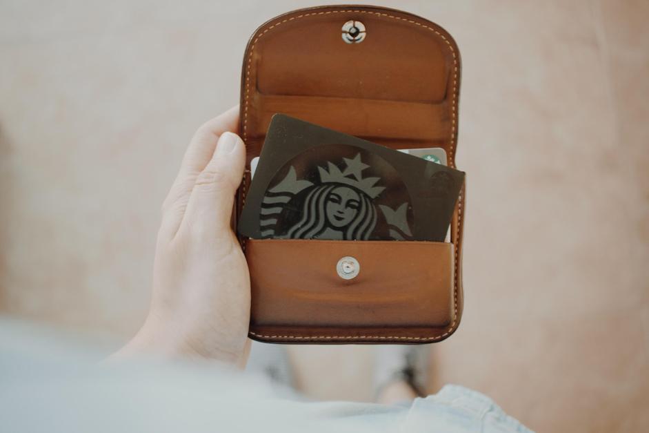 Portemonee met een Starbucks kaart