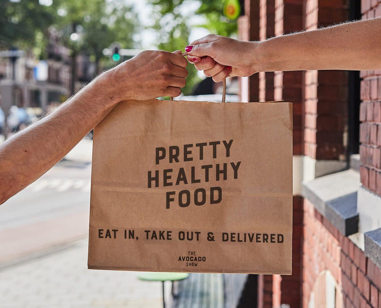 Binnen of buiten het restaurant eten